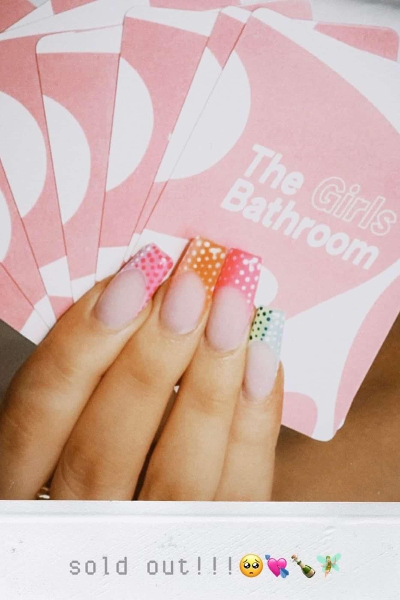 the-girls-bathroom-game-sophia-and-cinzia